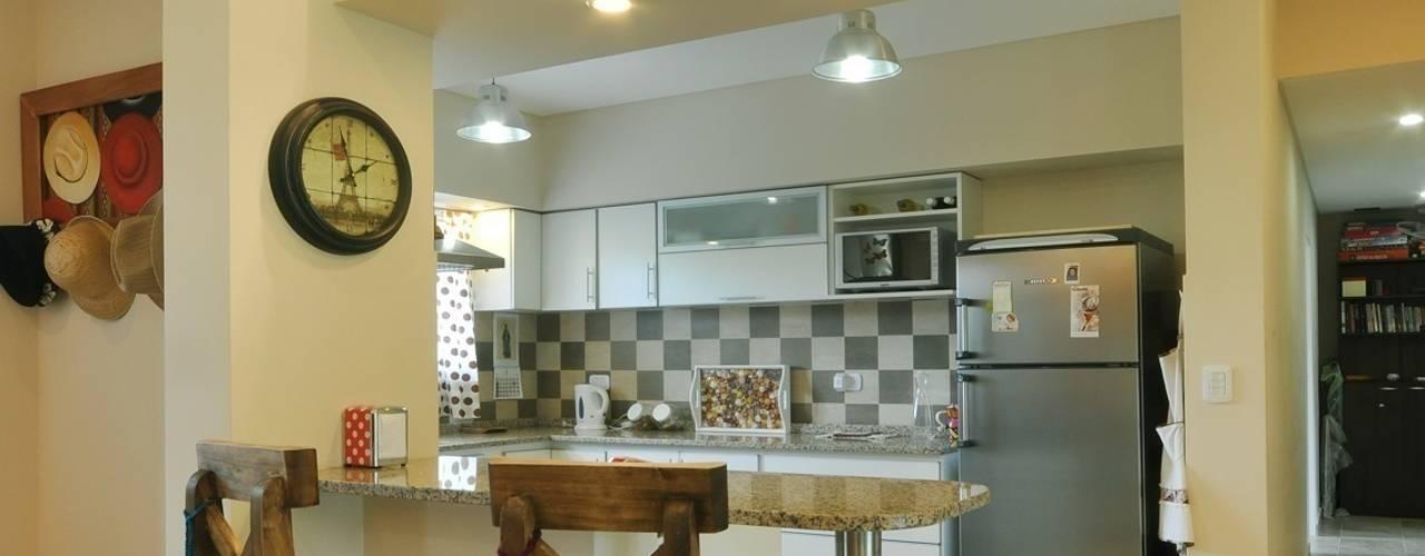 Cocinas de estilo  por Opra Nova - Arquitectos - Buenos Aires - Zona Oeste