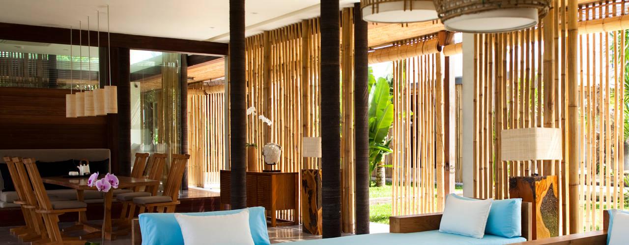 LIVING ROOM Salas de estilo tropical de homify Tropical