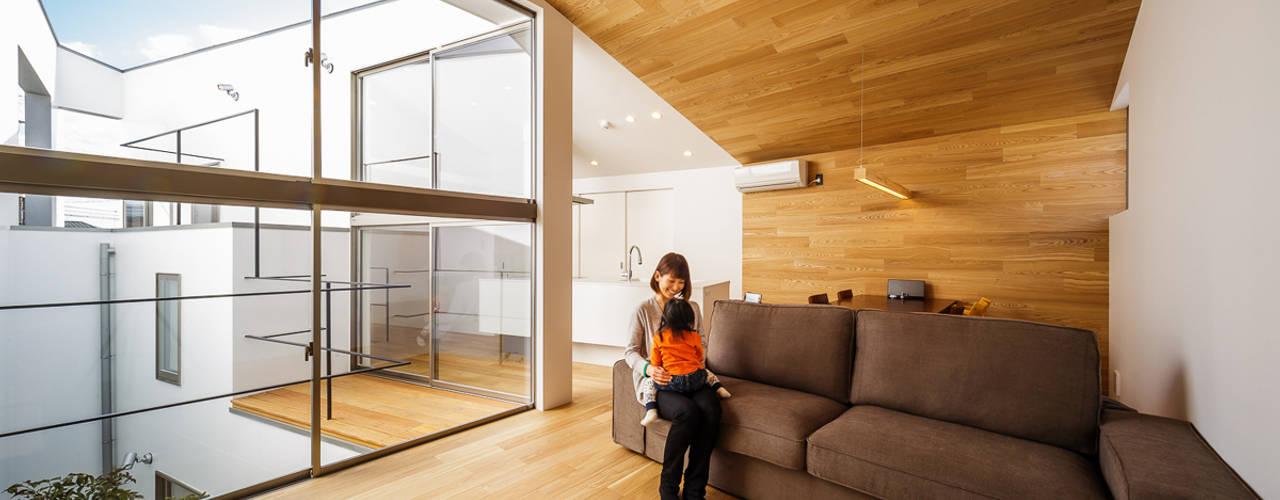 haus-bent: 一級建築士事務所hausが手掛けたリビングです。,北欧