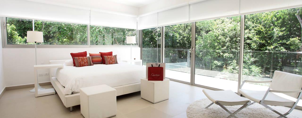 Casa entre Arboles: Recámaras de estilo  por Enrique Cabrera Arquitecto