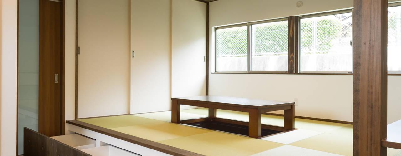 坂の家1 モダンデザインの ダイニング の 株式会社かんくう建築デザイン モダン