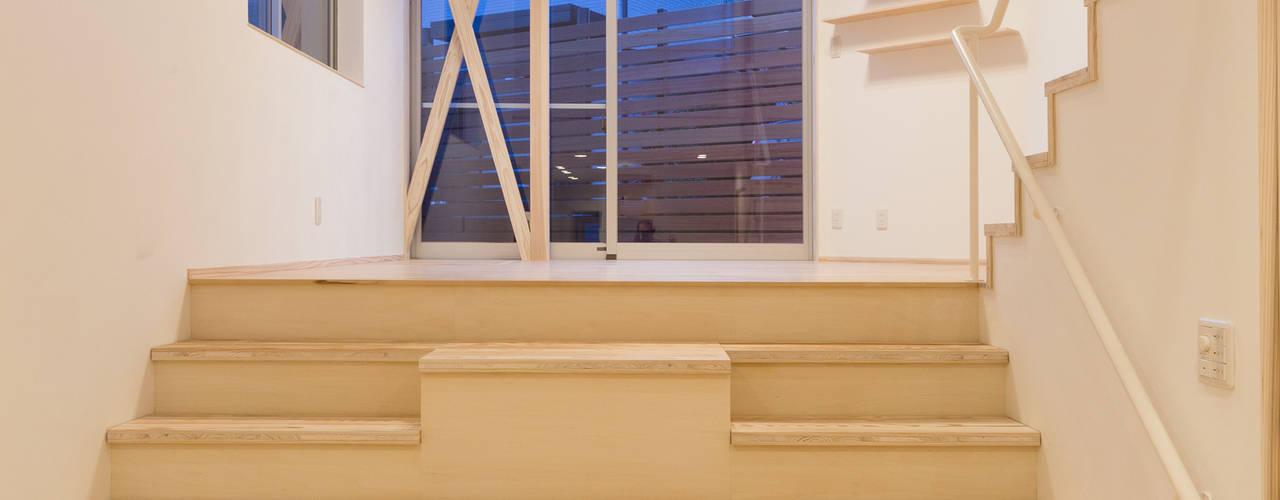 高取南の家 モダンスタイルの 玄関&廊下&階段 の 株式会社かんくう建築デザイン モダン