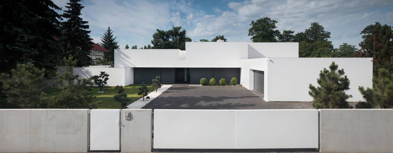 Dom na linii horyzontu Nowoczesne domy od KMA Kabarowski MIsiura Architekci Nowoczesny
