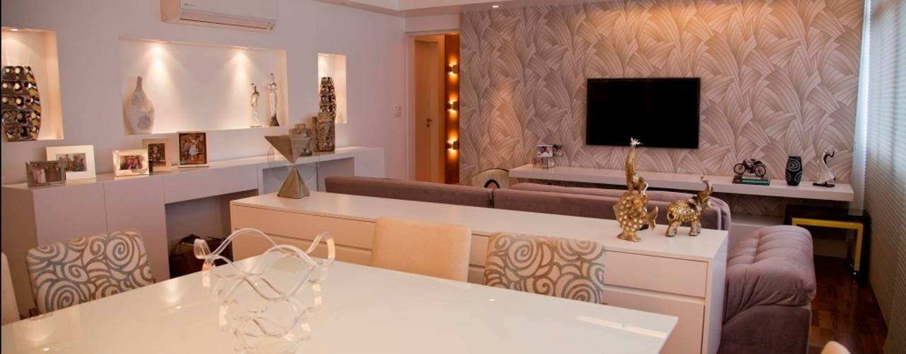 Salas / recibidores de estilo  por Marcia Debski Ferreira Designer de Interiores