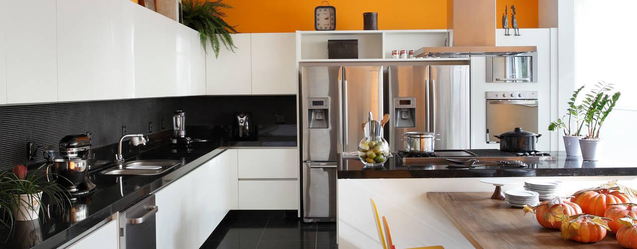 RESIDÊNCIA RP WIMBLEDON: Cozinhas  por BC Arquitetos