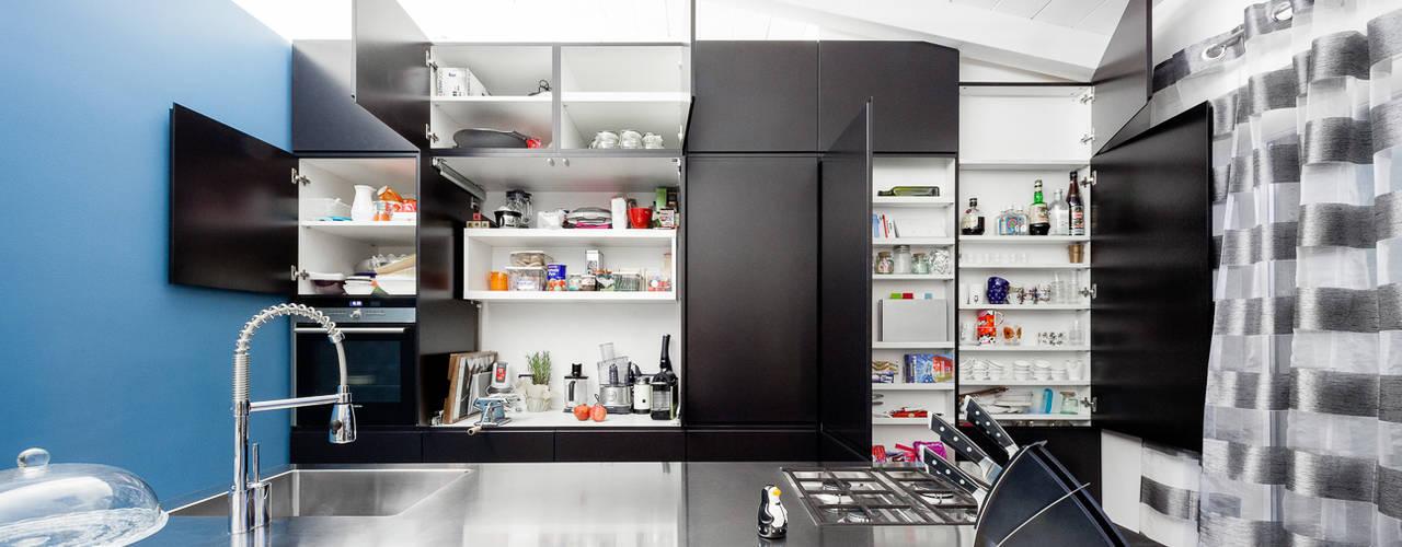 廚房 by 23bassi studio di architettura,