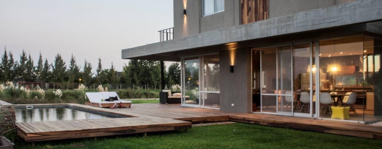 Casa MM: Casas de estilo moderno por FAARQ - Facundo Arana Arquitecto & asoc.