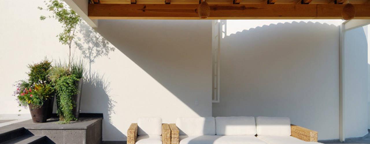 Balcones y terrazas de estilo moderno de Excelencia en Diseño Moderno