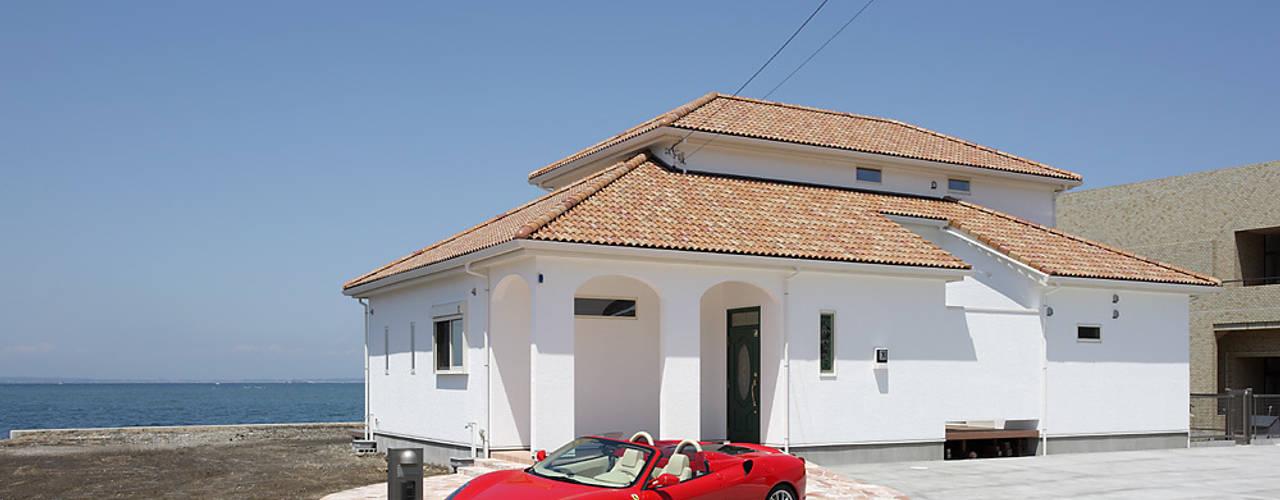 プロバンス風住宅: 有限会社タクト設計事務所が手掛けた家です。,