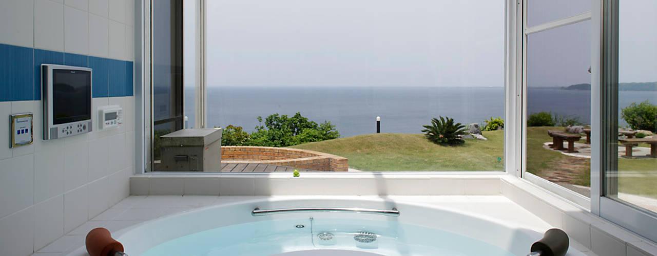 プロバンス風住宅(富津): 有限会社タクト設計事務所が手掛けた浴室です。,モダン