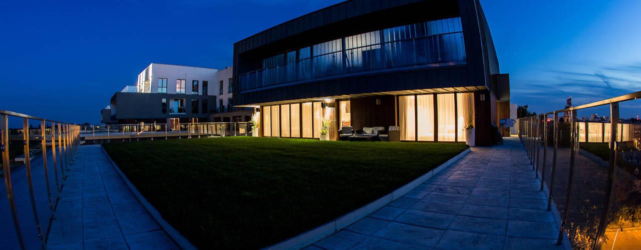 Дома в стиле модерн от LEMUR Architekci Модерн