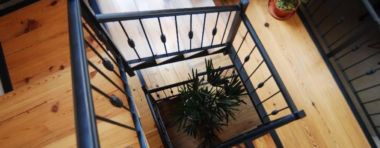 Parrado Arquitectura Pasillos, vestíbulos y escaleras eclécticos
