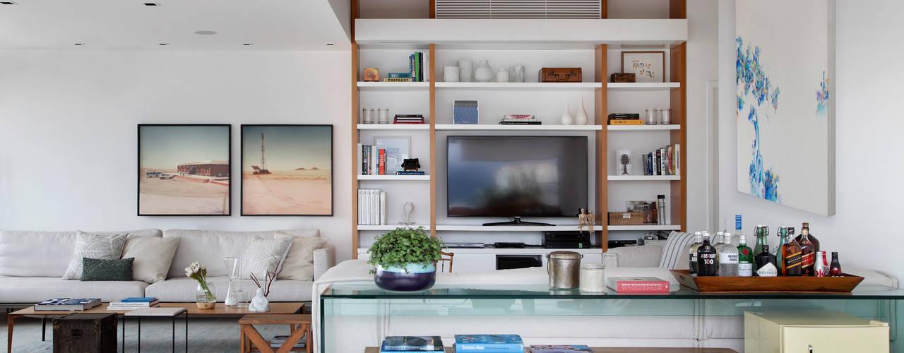 Living room by Yamagata Arquitetura,