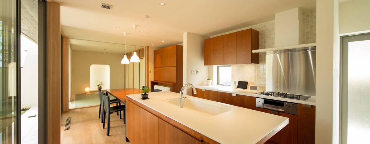 眺めのいい窓 モダンな キッチン の アーキシップス京都 モダン