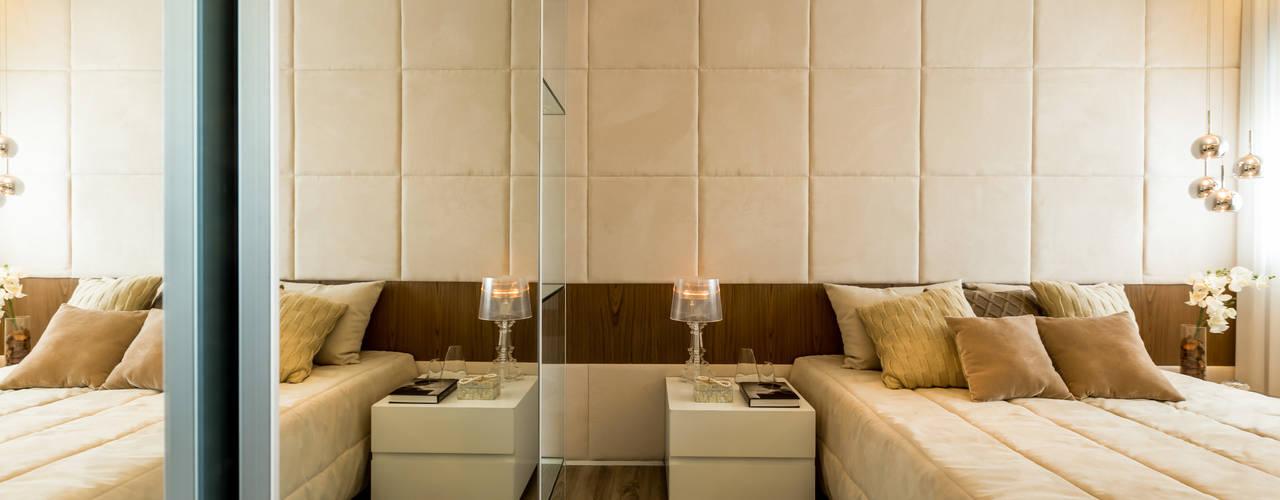 Dormitorios de estilo  por homify, Clásico