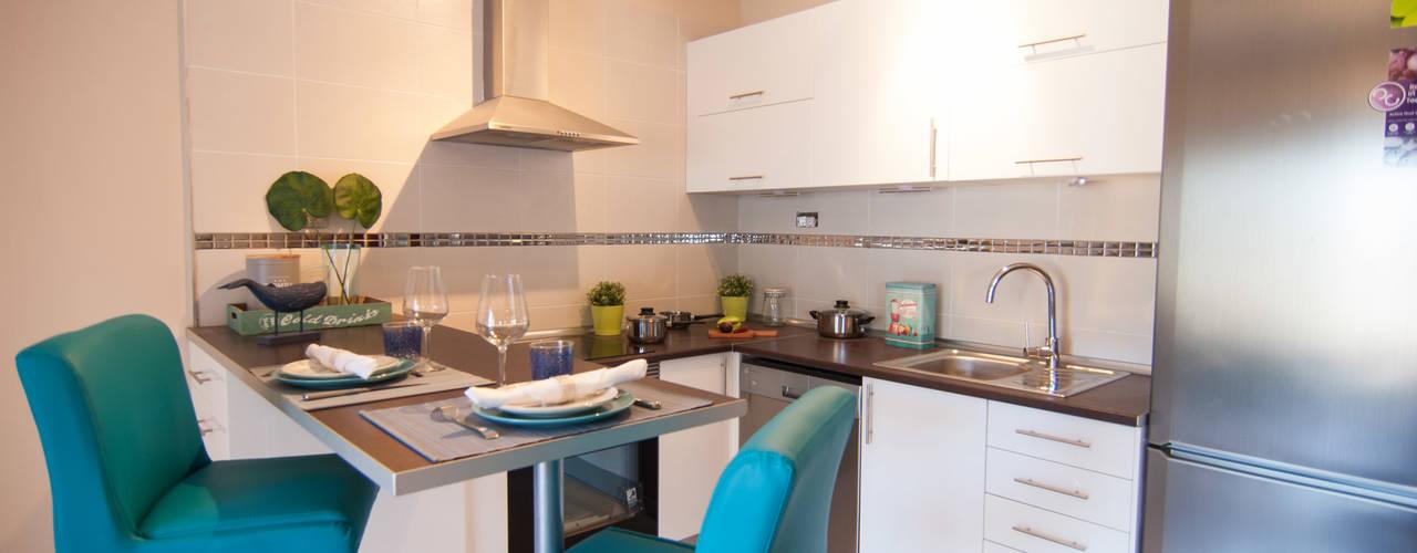 Cocina de estilo  por Casas en Escena