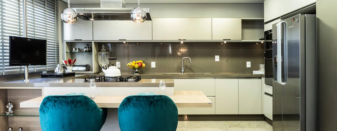 Projekty,  Kuchnia zaprojektowane przez KARINA KOETZLER arquitetura e interiores, Nowoczesny