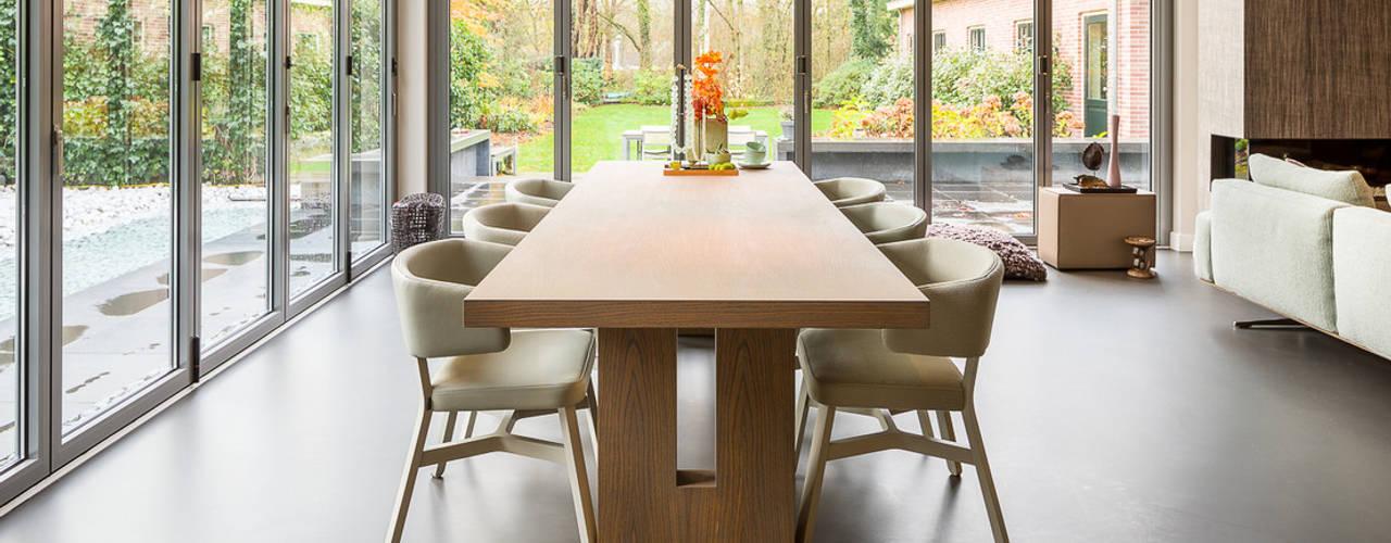 Phòng ăn phong cách hiện đại bởi Design Gietvloer Hiện đại