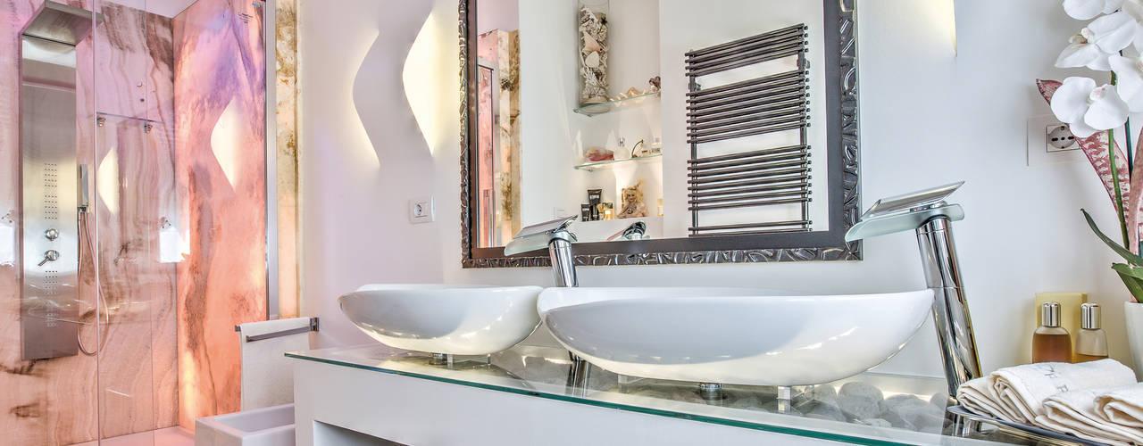 Baños de estilo ecléctico de GHINELLI ARCHITETTURA Ecléctico