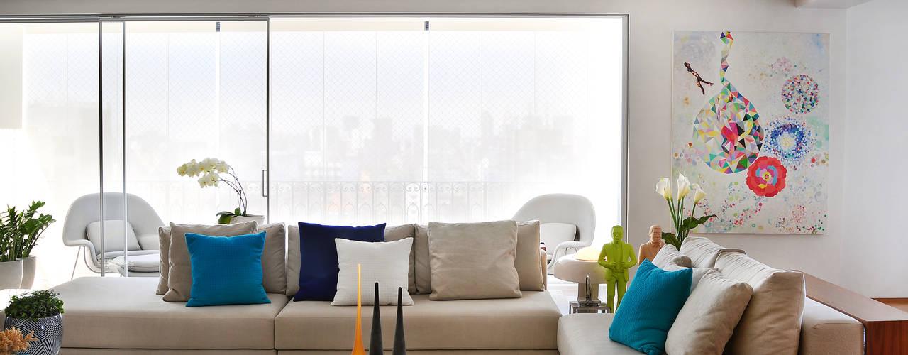 Salas / recibidores de estilo  por Thaisa Camargo Arquitetura e Interiores