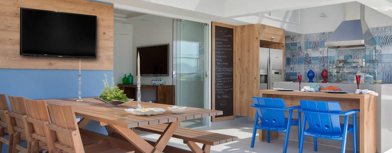 Ana Adriano Design de Interiores Balkon, Beranda & Teras Tropis Kayu Blue