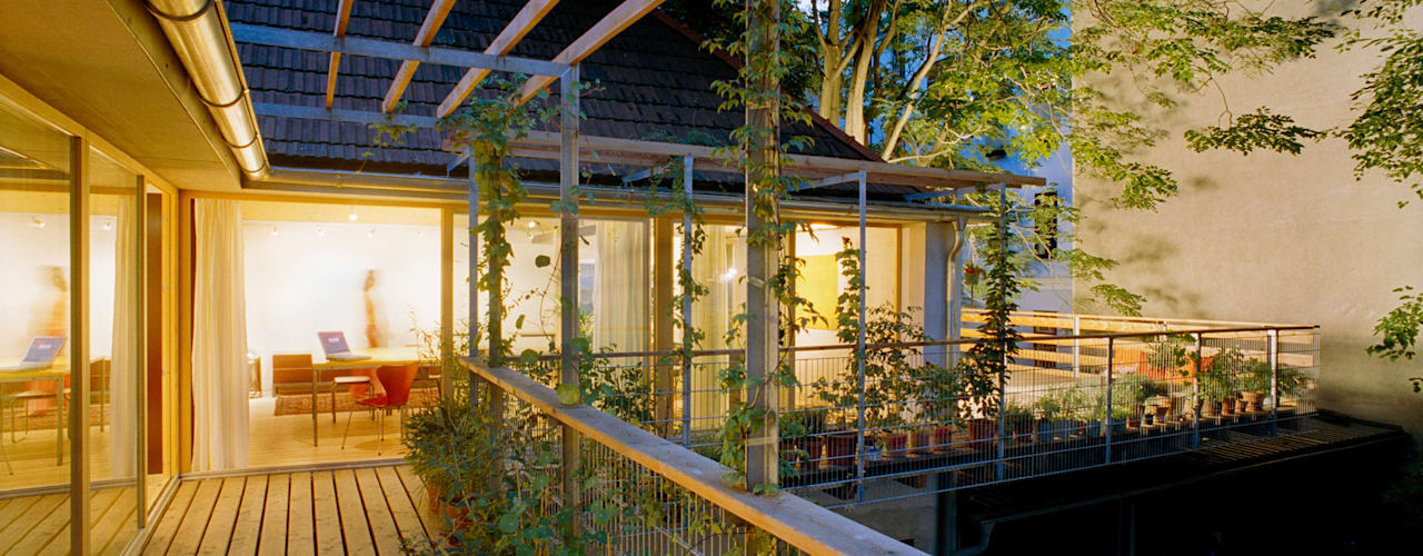 first strawbale house in vienna Modern balcony, veranda & terrace by allmermacke Modern