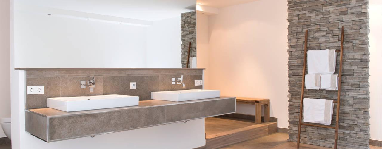 Casas de banho modernas por Pientka - Faszination Naturstein Moderno