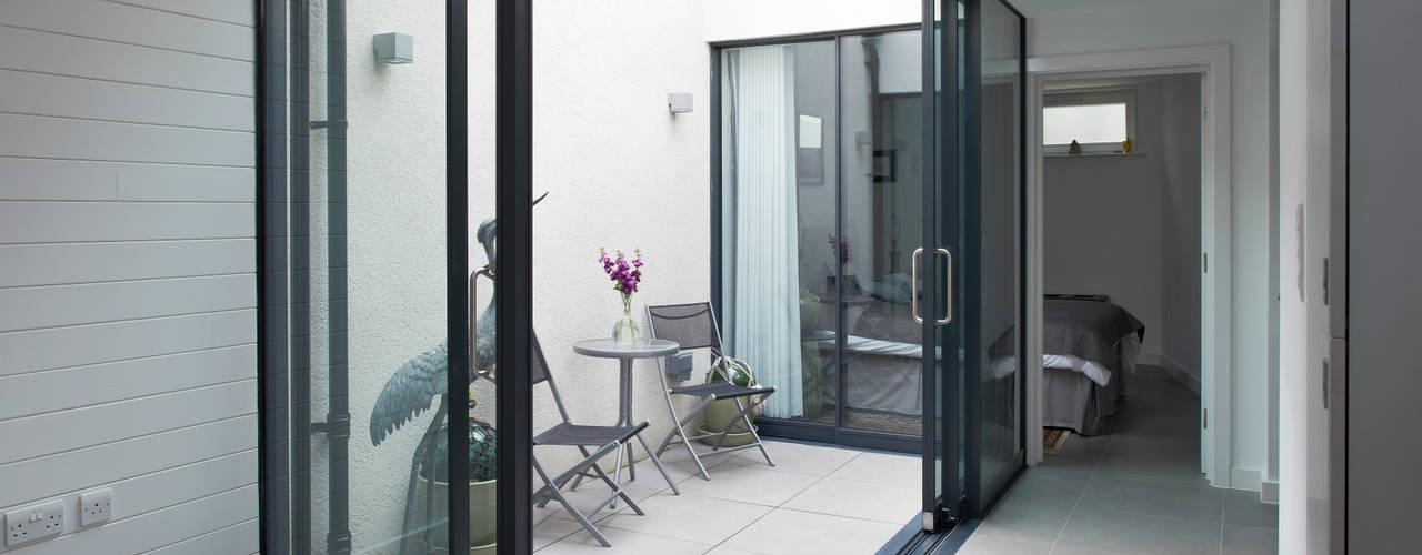 Terrazas de estilo  por E2 Architecture + Interiors