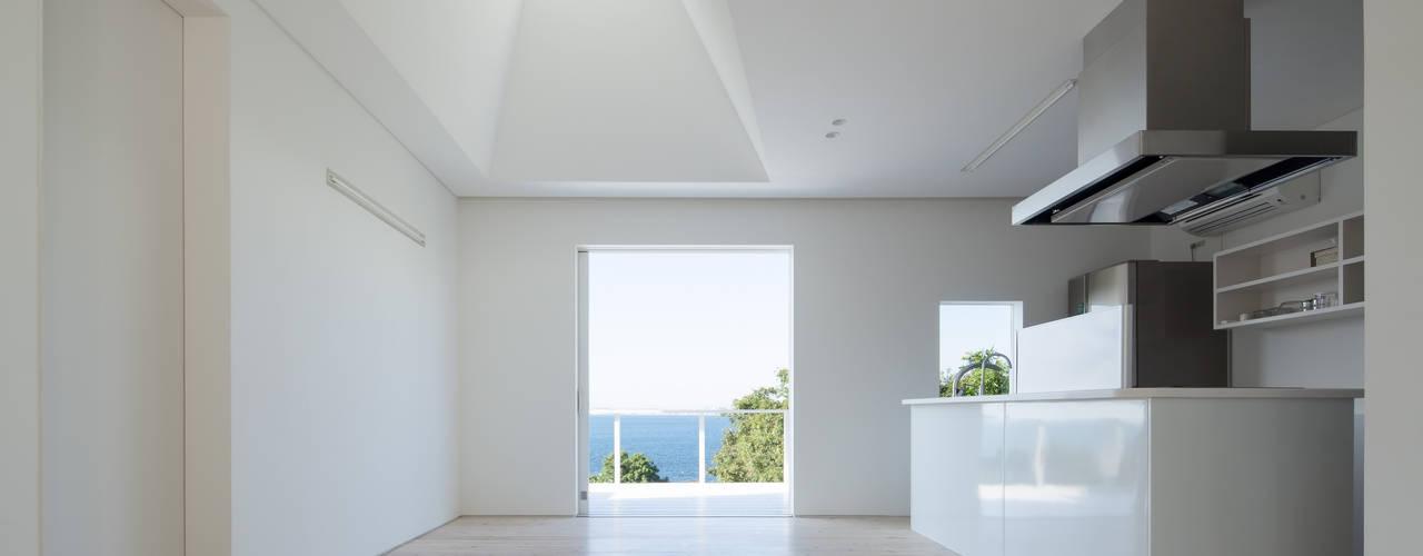 Minimalist house by IZUE architect & associates Minimalist