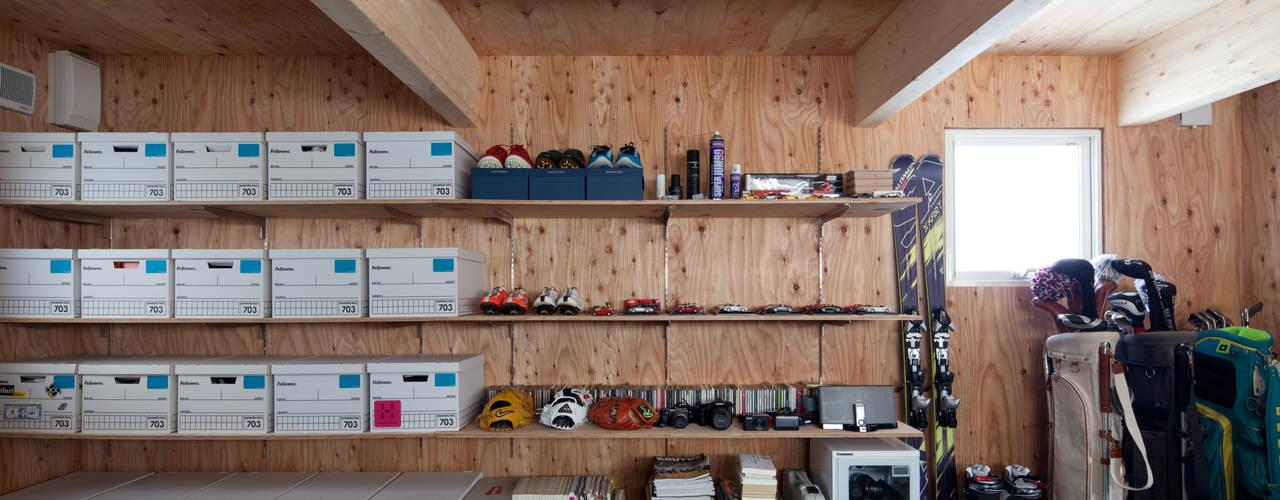 Garajes modernos de 株式会社コウド一級建築士事務所 Moderno