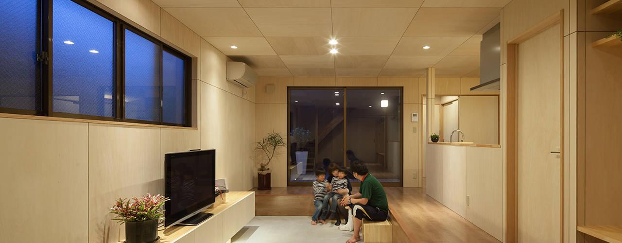 LINK HOUSE ミニマルデザインの リビング の 松岡健治一級建築士事務所 ミニマル