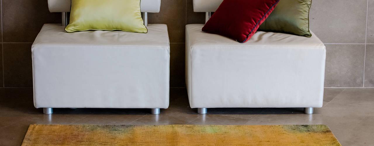 Come donare un tocco di allegria alla casa: i tappeti Reevèr One Home Ingresso, Corridoio & Scale in stile moderno Arancio