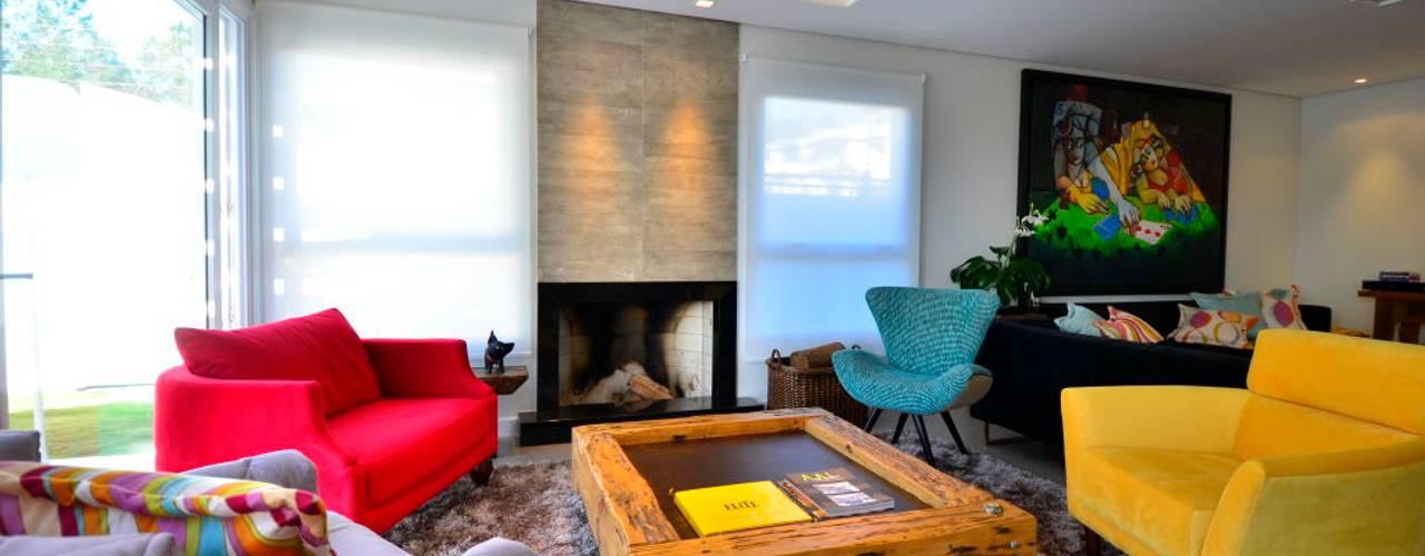 Contempory Home Livings de estilo moderno de ARQ Ana Lore Burliga Miranda Moderno