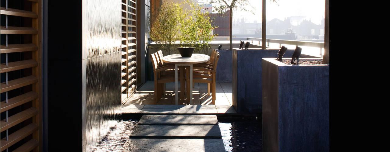 A city balcony Modern balcony, veranda & terrace by Bowles & Wyer Modern