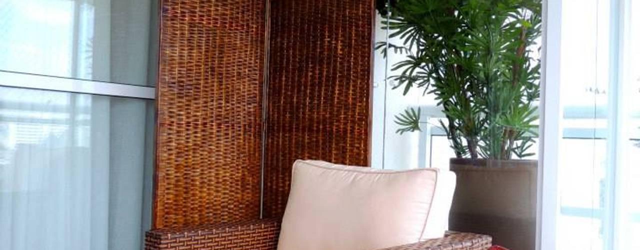 Balcones y terrazas modernos de Adriana Pierantoni Arquitetura & Design Moderno