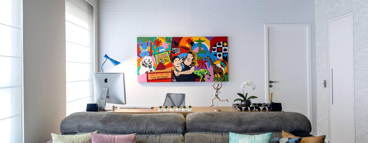 Oficinas de estilo  por Adriana Pierantoni Arquitetura & Design,