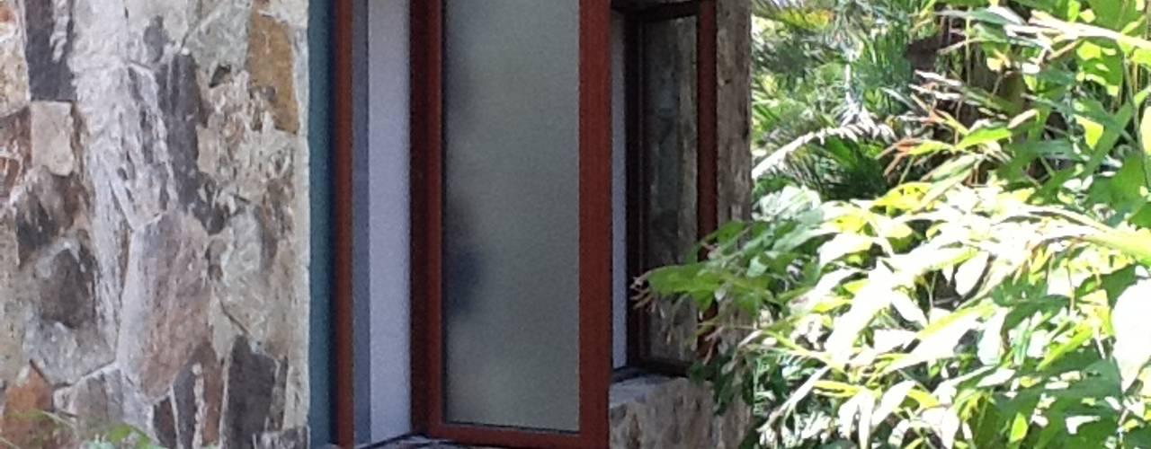 Puertas y ventanas de estilo clásico de Productos Cristalum Clásico