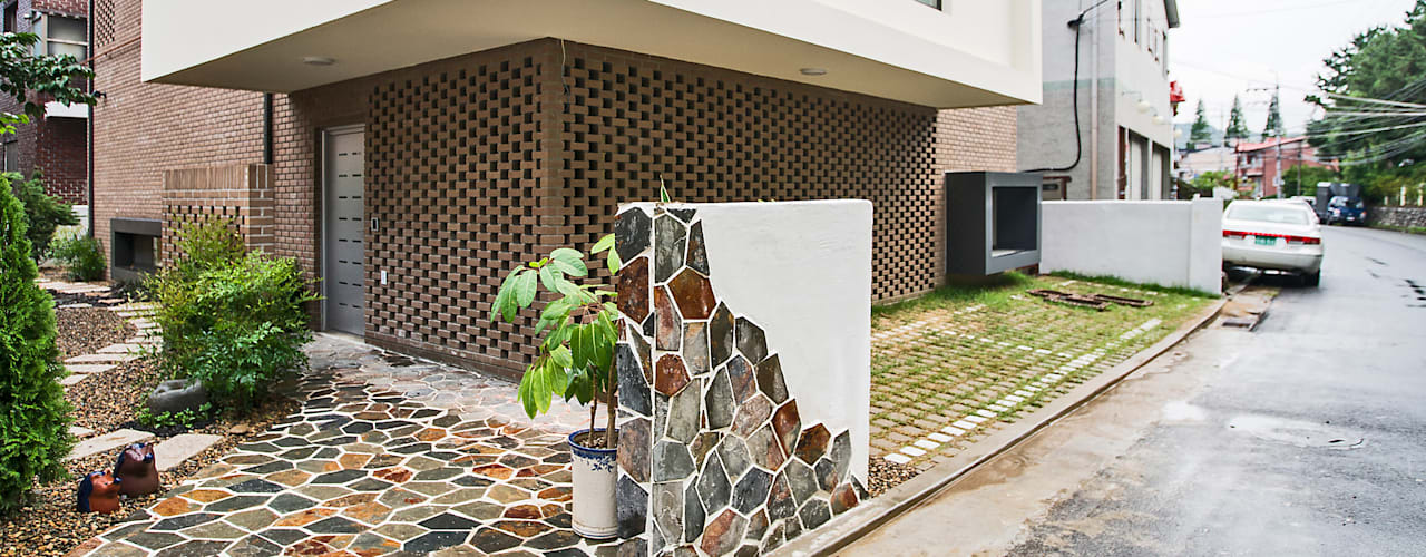 Casas modernas: Ideas, diseños y decoración de (주)유타건축사사무소 Moderno