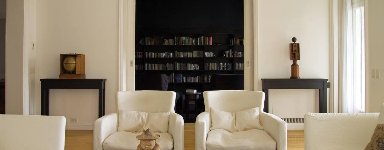 Casa en la Barranca · San Isidro, Buenos Aires · Paula Herrero   Arquitectura Livings modernos: Ideas, imágenes y decoración de Paula Herrero   Arquitectura Moderno
