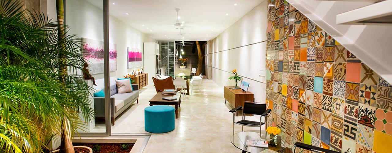 Corridor & hallway by HPONCE ARQUITECTOS