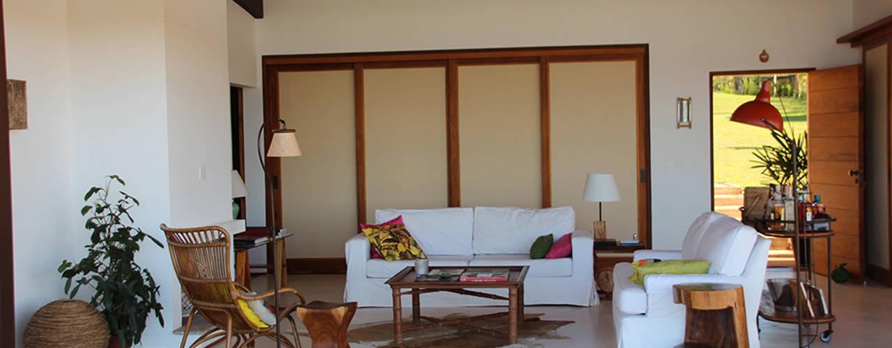 Salon de style  par Ambienta Arquitetura , Rural