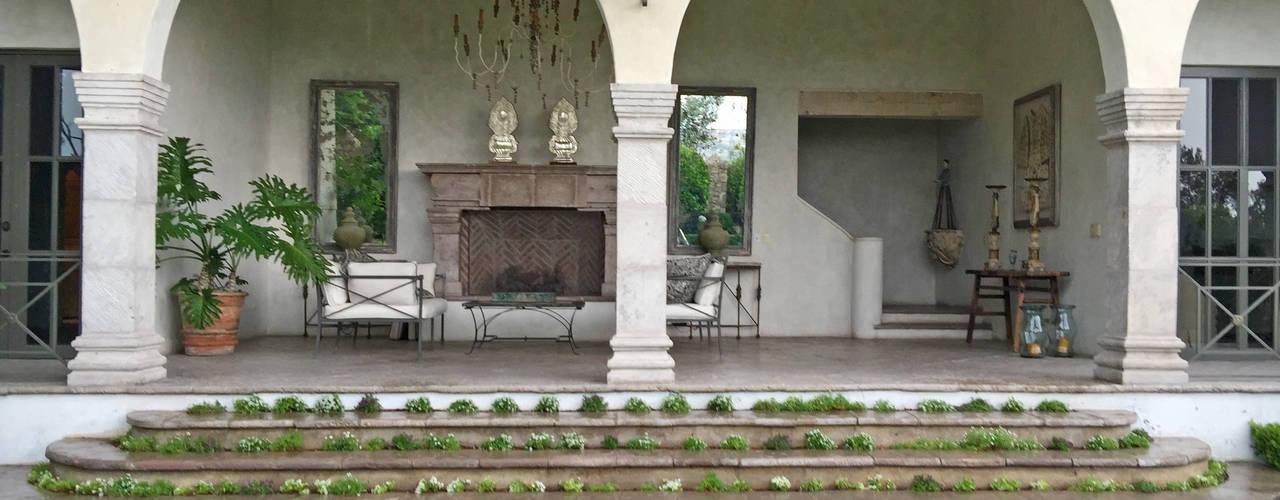 Balcones y terrazas de estilo clásico de Terra Clásico