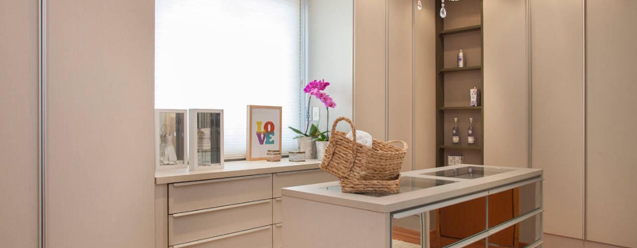 Dressing room by Arquitetura 8 - Ana Spagnuolo & Marcos Ribeiro,