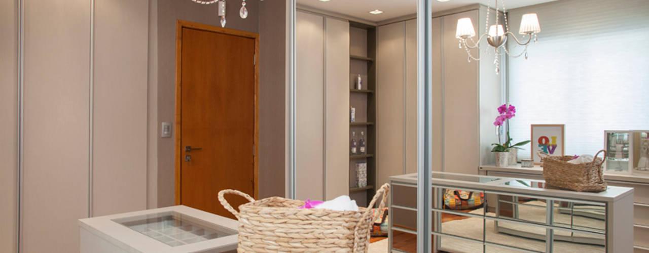 Dressing room by Arquitetura 8 - Ana Spagnuolo & Marcos Ribeiro