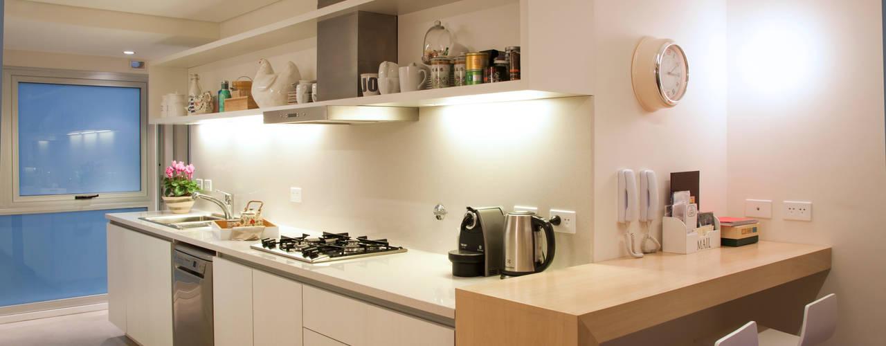 Cocinas de estilo moderno por Paula Herrero | Arquitectura