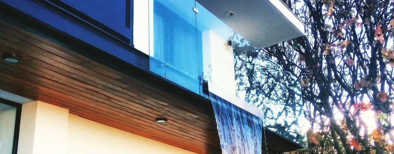 aaestudio Modern balcony, veranda & terrace