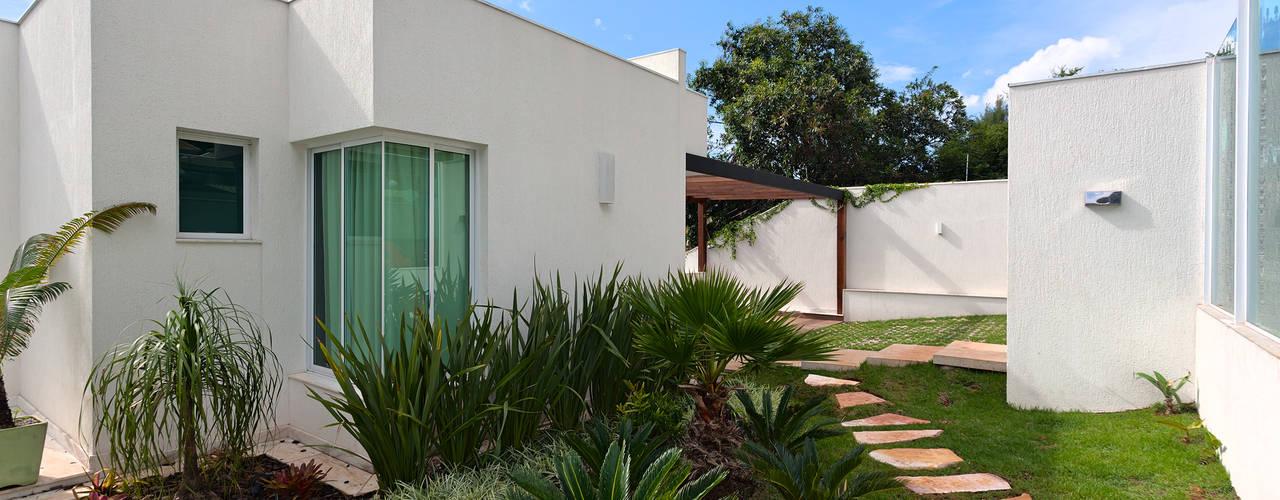 Casas de estilo moderno de Lucas Lage Arquitetura