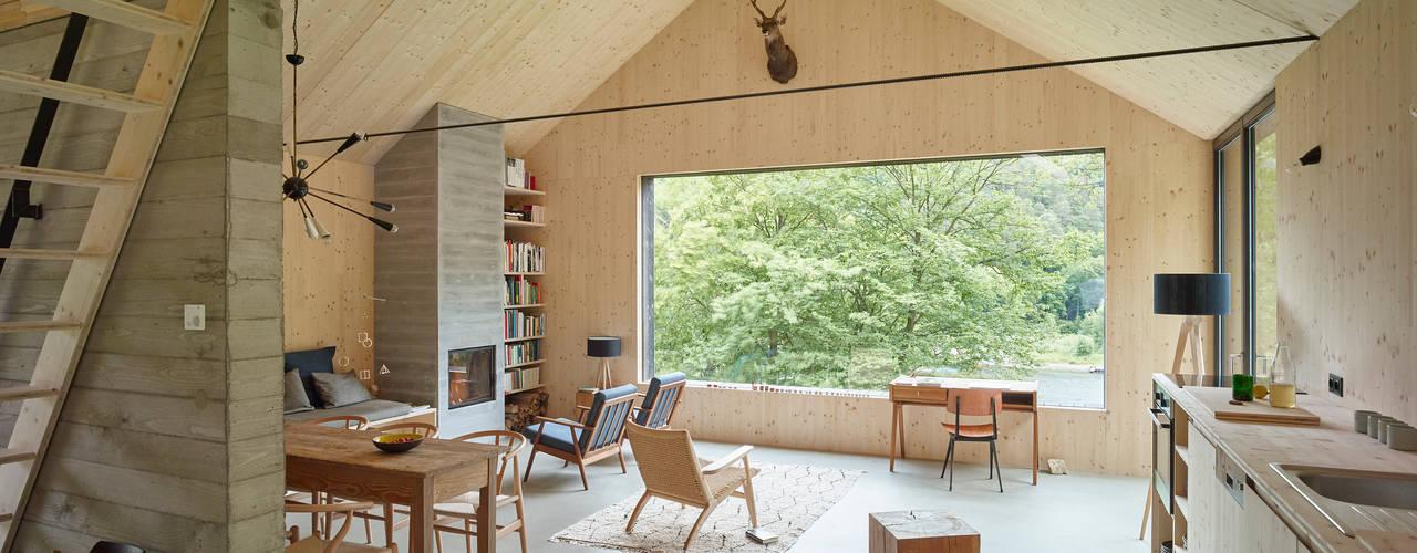 Modern Living Room by Backraum Architektur Modern