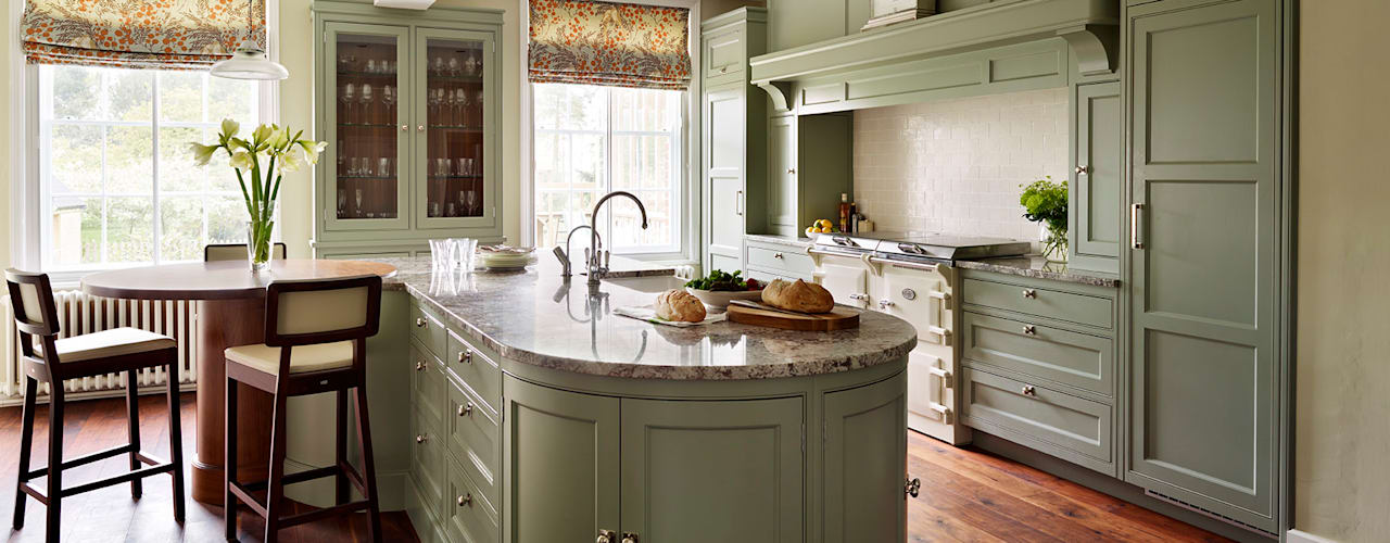 Fallowfield | Traditional English Country Kitchen by Davonport Classic