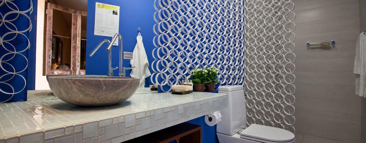 BANHO DA SUÍTE DO HOTEL BOUTIQUE - Morar Mais por Menos BH 2012 Banheiros modernos por Anna de Matos - Designer de Ambientes e Paisagismo Moderno